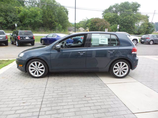 Certified Pre-Owned 2012 Volkswagen Golf TDI w/Sunroof & Nav